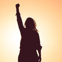 Féminisme, culture, société, économie, etc : quelques podcasts et vidéos à (re)découvrir.