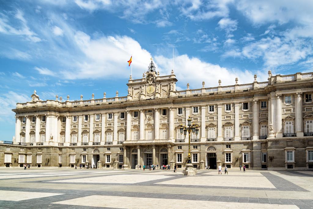 © Efired Plaza de la Armeria via Shutterstock