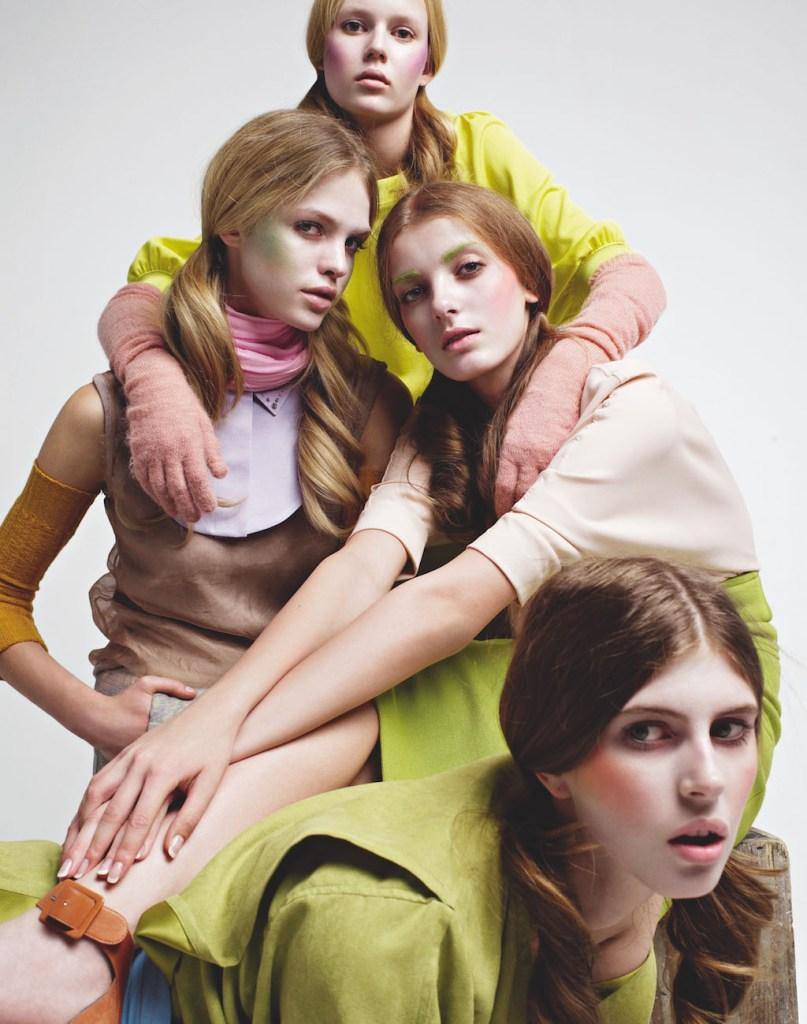 Denisa Dvorakova, Jen Messelier, Barbora Dvorakova, Erin Heatherton / Purple Fashion / 2008 © Horst Diekgerdes