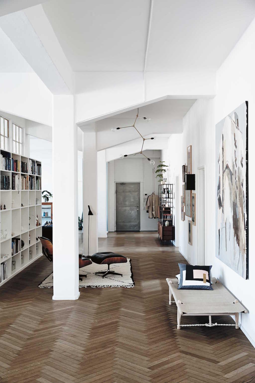Viele Details der alten Fabrik sind in der neuen Wohnung des Designerpaars erhalten geblieben.