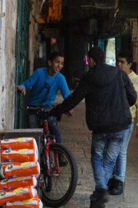 Altstadt in Terrorangst_bei den arabischen Kids ist nix zu spüren