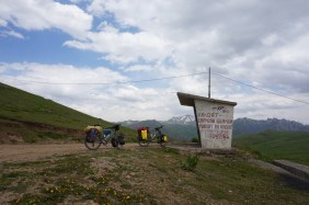 Der erste Pass auf dem Pamir HIghway. 3253 Meter hoch.