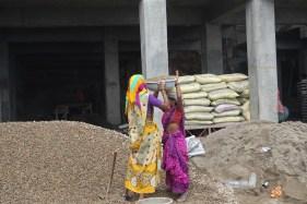 Schwerstarbeit auf dem Bau ist Frauenarbeit