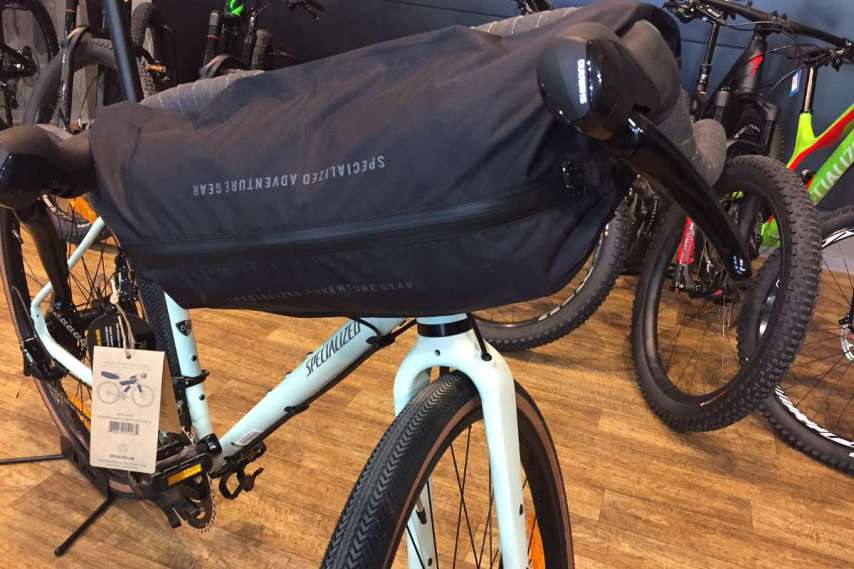 Am Lenker des Specialized Packesels