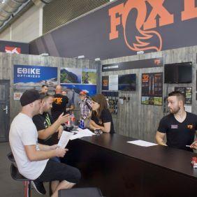 FOX & HIBIKE Mitarbeiter beim Fachsimpeln xD