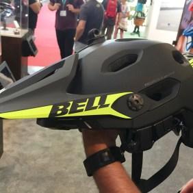 Bell Super DH mit abgenommenem Kinnbügel