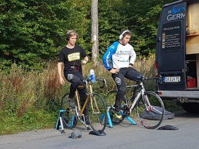 Florian und Nick wärmen sich auf