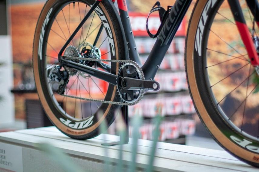 Dass die AXS Familie untereinander frei kombinierbar ist, ist vor allem für Gravelbiker, die das beste aus der MTB- und Rennradwelt vereinen wollen, interessant.