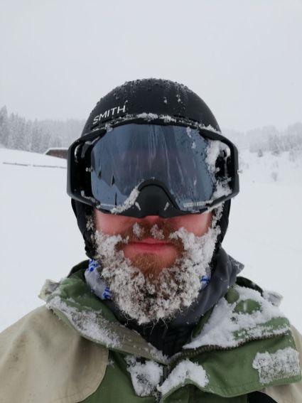 Morgens halb zehn irgendwo in den Alpen mit Schnee im Bart - die Scheibe bleibt klar.