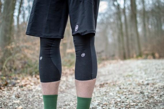 Die Trail Knielinge sind stark vorgefortm und weisen eine angenehme Passform auf.