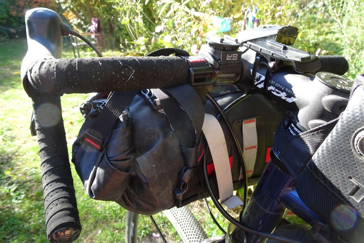 Bikepacking Taschen von Revelate Designs und Salsa im