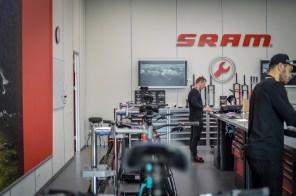 Der Traum eines jeden Zweiradmechanikers - der SRAM Dealer Service Direct.