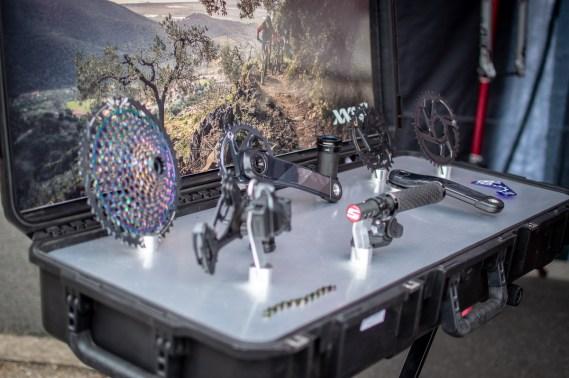 Elektronische Evolution am Stand von SRAM: Die neu vorgestellte SRAM AXS Gruppe.