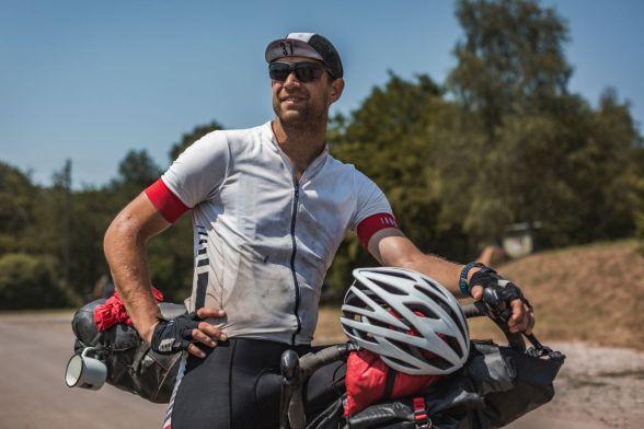 Aufgrund der Hitze schützten viele Fahrer ihren Kopf mit Bike-Kappen vor der Sonnenstrahlung
