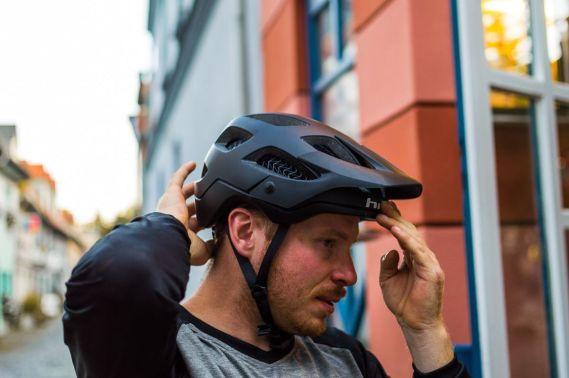 Dank BOA-Verschluß lässt sich der Helm einfach einstellen