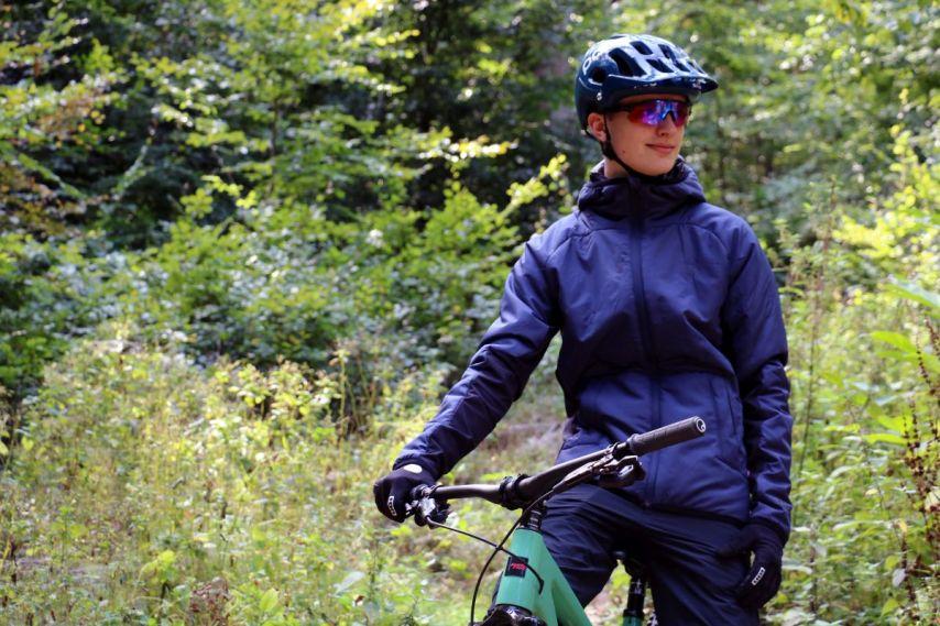 Die ION Shelter Jacke ist schlicht, warm und stylisch