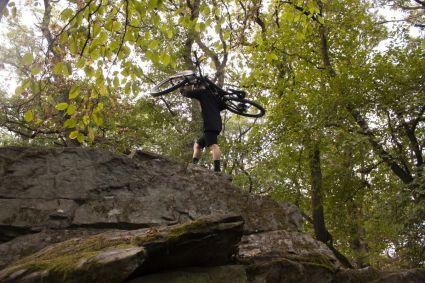 Auch felsiger Untergrund kann den FiveTen Trailcross XT nicht aus er Ruhe bringen