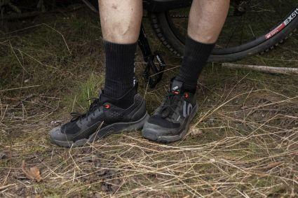 Optisch hat der FiveTen Trailcross XT fast etwas von einem Laufschuh