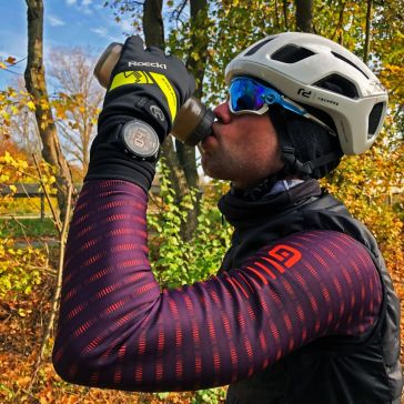 Selbst das Wasser in der Flasche gefriert: Aber die Hände sind warm!