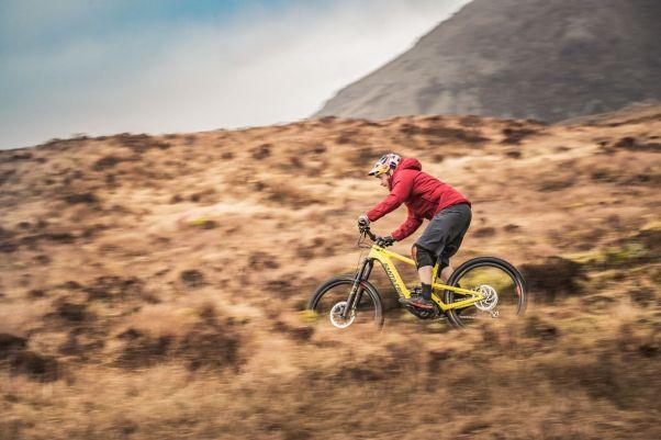 Für jede Fahrt geeignet - E-Trailbikes wie das Santa Cruz Heckler