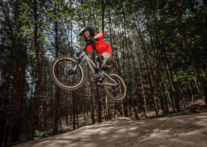 Das Early Rider Hellion fühlt sich sogar im Bikepark wohl!
