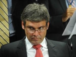 """Senador disse que Anastasia não pode ser relator porque """"pedalou"""" quando foi governador de Minas"""