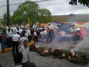 Manifestantes impedem saída de ônibus em JP