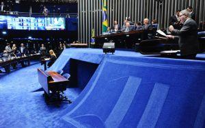 Momento em que Anastasia defendia o impeachment: o segundo mandato de Dilma durou 496 dias. (Foto: Marcos Oliveira)