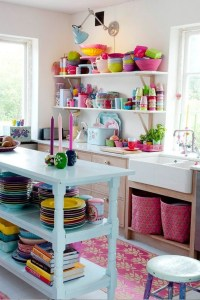 iluminacao-na-cozinha-dicas-abajour-colorido