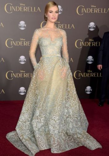 lily-james-look-premiere-cinderela