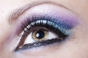 Violet-and-blue-make-up-©-MORO-29898933-300x200