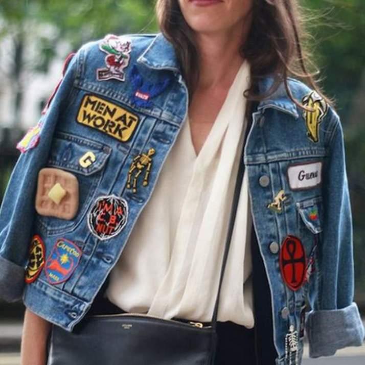 jaqueta-jeans-nos-ombros