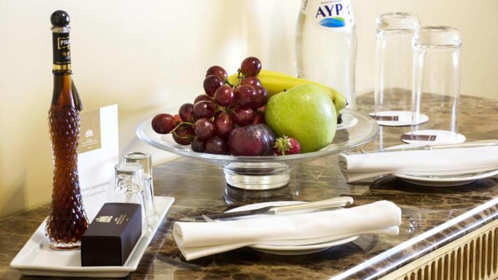 Suite-Amenity-Tentura-with-cinnamon-chocolates-fresh-fruit-Grand-Suite-Hotel-Grande-Bretagne-Athens