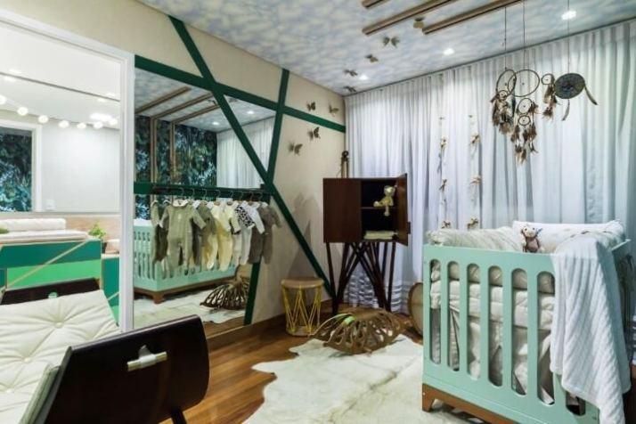 Quarto-de-bebê-menino-branco-e-verde-integrado-ao-do-casal-Projeto-de-DD-Show