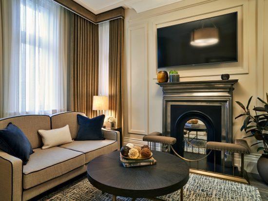 Signature-suite_living-room-550x413