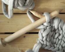 diy-chunky-knit-blanket-2