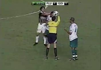 STJD-Fred-agride-jogador-Goiás