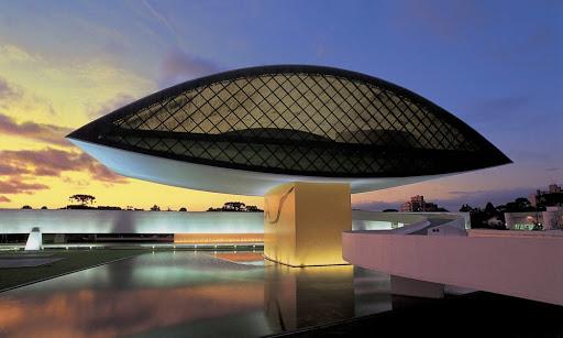 Museu do Olho projetado pelo Arquiteto Oscar Niemeyer