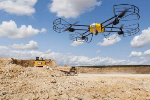 Drone sendo operado em uma mina. (Fonte: im-mining)