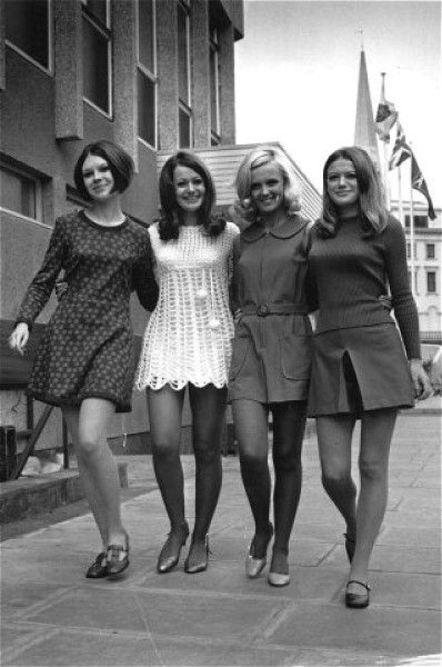 """Nessa década de 60, """"pela primeira vez a moda começou a se concentrar nos  adolescentes. Os modelos mudavam tão depressa que os fabricantes tinham ... d03da45ee7"""