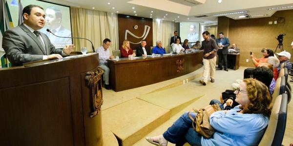 Deputados discutem construção de abrigos para idosos