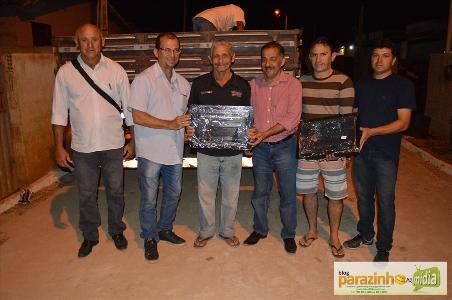 Prefeito Marquinhos distribui caixas para hidrômetros