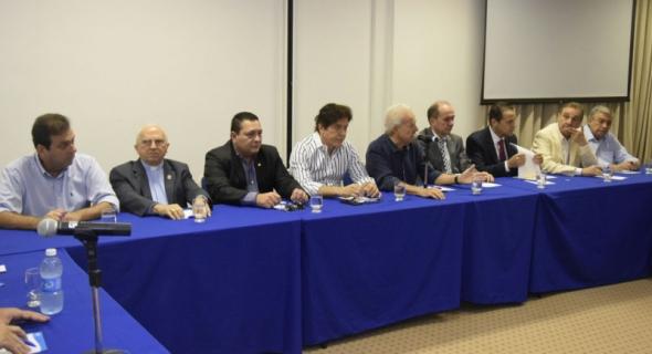 Reunião entre a classe política e empresarial  no auditório do SEBRAE/RN.
