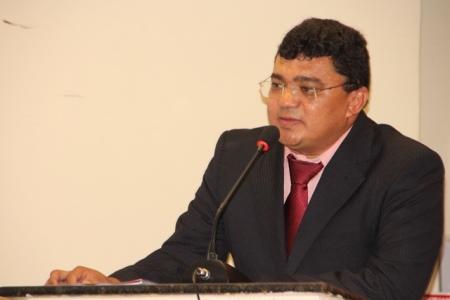 Prefeito Kerginaldo Pinto reduz o próprio salário  para amenizar crise