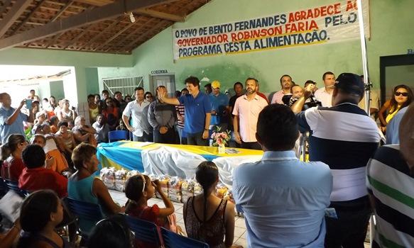 Governador Robinson aclamado em evento na cidade de Bento Fernandes