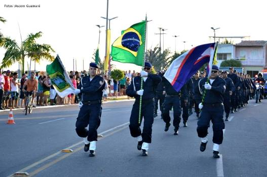 Desfile cívico-estudantil alusivo a independência do Brasil