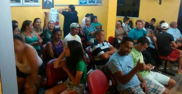 Público acompanhou votação