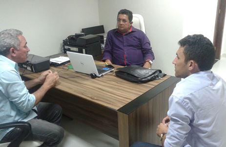 Vereador Mestre Raimundo agilisando o lançamento do projeto Corredor Cultural