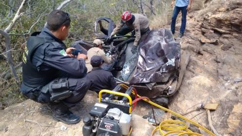 Motorista ficou preso as ferragens do veículo(foto: o Câmara)