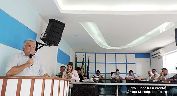 Secretário Fernando Rocha apresentando o Projeto de Lei